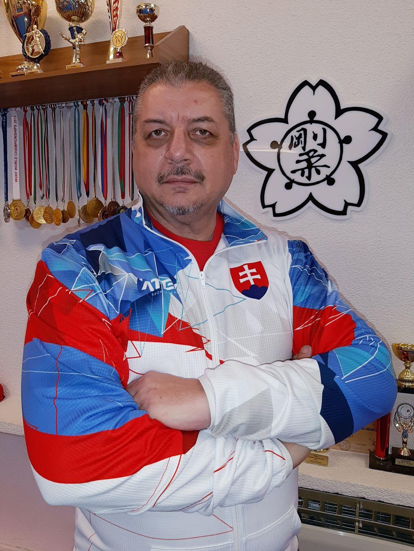 https://karate-slovakia.sk/wp-content/uploads/Foto-Dado-1-2.jpg
