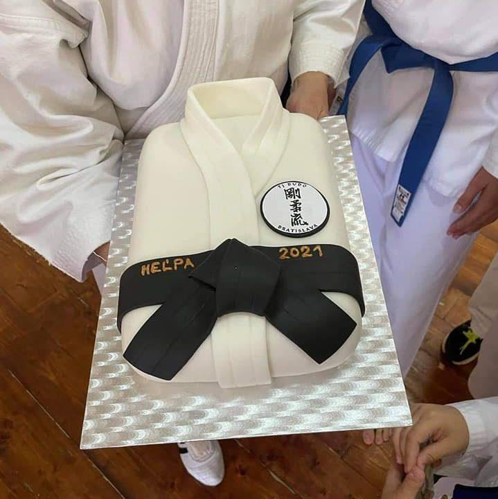 https://karate-slovakia.sk/wp-content/uploads/torta-719x720.jpg